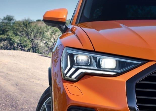 faróis do Audi Q3